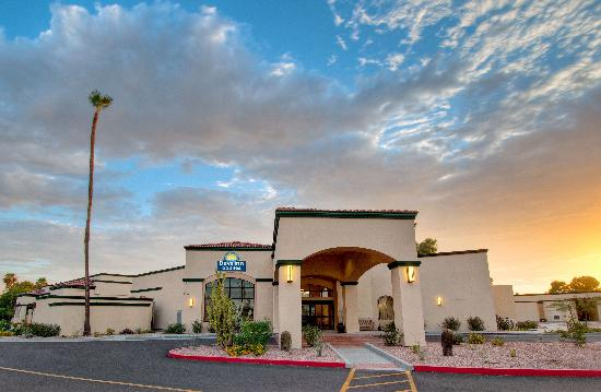 Book The Days Inn & Suites / Scottsdale North, for the Superbowl 2015 now!