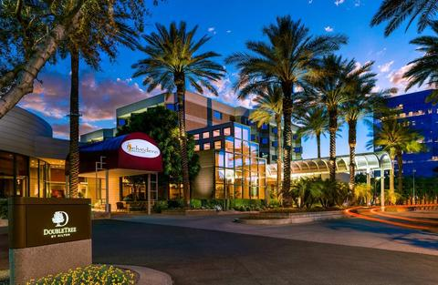 Book The DoubleTree by Hilton Hotel Phoenix Tempe for the Superbowl 2015 now!
